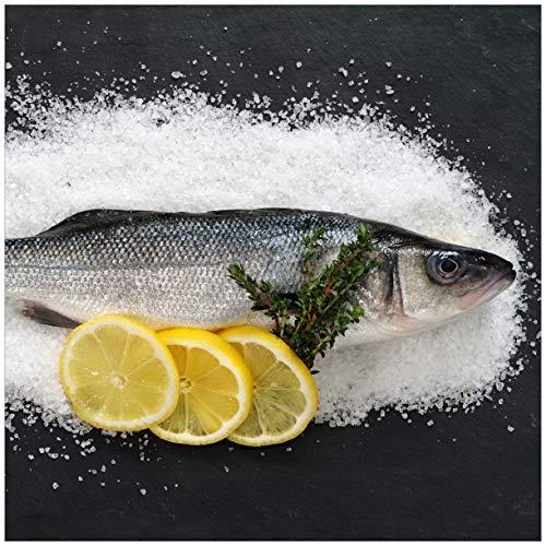 Wallario Acrylglasbild Fischmenü - Frischer Fisch auf Salz mit Zitronen - 50 x 50 cm in Premium-Qualität: Brillante Farben, freischwebende Optik