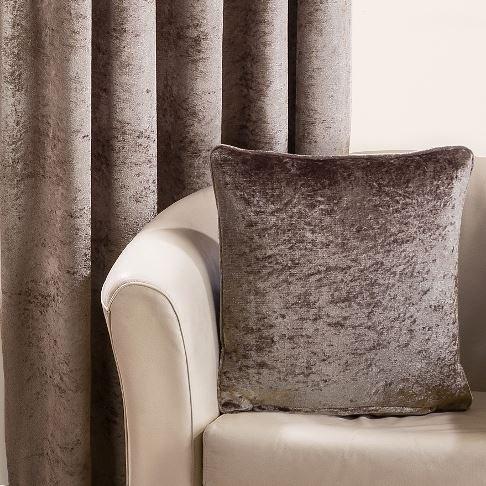 Paire de rideaux à œillets doublés prêts à être posés Velours de luxe Praline Vison, Polyester, Beige, Housse de coussin 43 x 43 cm