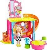 Mattel Barbie DMR64 - Chelsea Haus Spielset, Spielhaus, Spielplatz mit Aufzug, Rutsche, Bällebad und Puppe