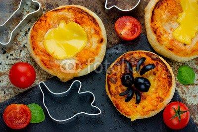 druck-shop24 Wunschmotiv: Halloween food ideas for kids party - pizza with tomato cheese olive #122382068 - Bild auf Forex-Platte - 3:2-60 x 40 cm/40 x 60 cm (Kids Halloween-food-ideen Für)