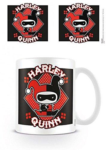 Set: Justice League Of America, Harley Quinn Chibi Tazza Da Caffè Mug (9x8 cm) E 1 Sticker Sorpresa 1art1®