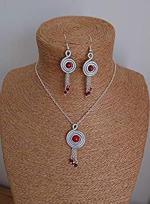 Parure spirale aluminium strié argent en ses perles. Coloris rouge