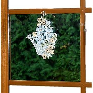 Plauener Spitze Fensterbild 15x23 cm + Saugnapf Gießkanne Weiß Blüten Hellblau Spitzenbild Küchenfenster Frühling Sommer