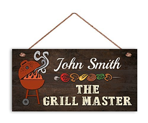 Zhaoshoping The Grill Master Sign BBQ Personalisiertes Schild mit Namensänderung, lustiges und einzigartiges Geschenk für Ihn, wetterfest, 5 x 10 Türen, Dekorative Holzschilder mit Zitaten -