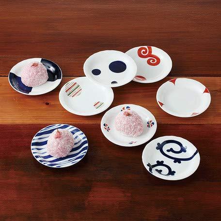 Un conjunto de 8 platos pequeños con diferentes patrones.