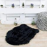 Taracarpet Kunstfell Teppich schwarz 080x120 cm Fellform Schaffell Imitat Wohnzimmer Schlafzimmer Kinderzimmer auch als Bett-Vorleger oder als Matte für Stuhl Sofa