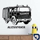 DESIGNSCAPE® Wandtattoo Feuerwehrauto mit Wunschname 120 x 85 cm (Breite x Höhe) königsblau DW808079-L-F13