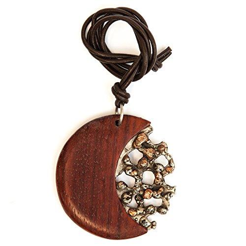 Rizzello Scultore - Pendente Pangea: Pendente realizzato con legno di padouk e acciaio inox patinato con parti in rame, laccio in cuoio.