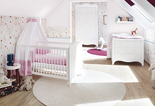 Pinolino Kinderzimmer Fleur breit, 3-teilig, Kinderbett (140 x 70 cm), breite Wickelkommode mit Wickelaufsatz und Kleiderschrank, weiß Edelmatt (Art.-Nr. 10 34 72 B) -