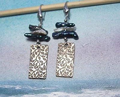 Boucles oreilles, bijou style art-deco en bronze couleur argent(par défaut) ornées de perles d'au douce baroques, cuivre possible