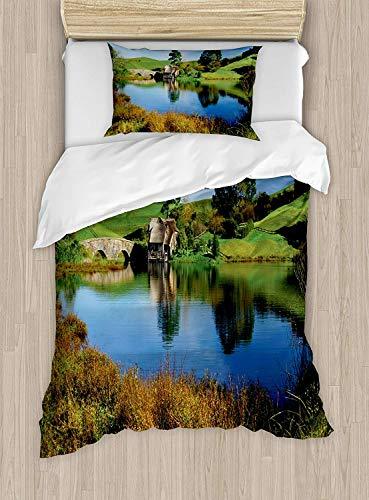 Hobbits Bettbezug-Set Twin Size, Hobbit Land Dorfhaus am See mit Stone Bridge Bauernhaus Cottage Neuseeland, dekoratives 2-teiliges Bettwäscheset mit 1 Kopfkissenbezug, Grün-Blau - Cottage Bed-twin Bed