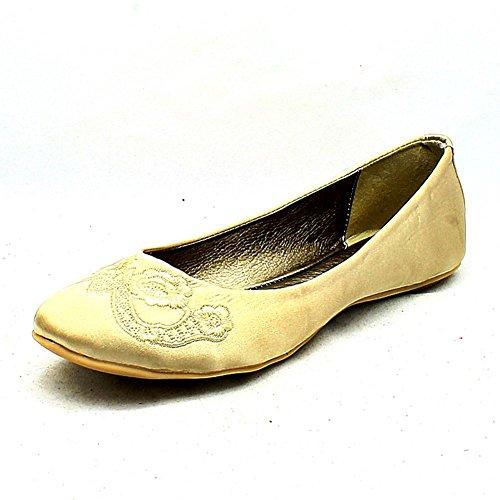 Mesdames satin brodé orteil chaussures plates / pompes Beige