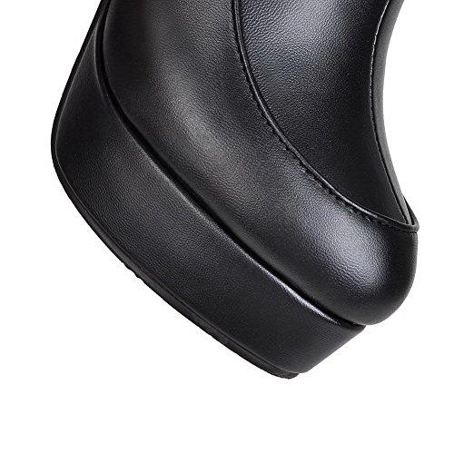 AllhqFashion Damen Rund Zehe Eingelegt Niedrig-Spitze Stiefel mit Metalldekoration Schwarz