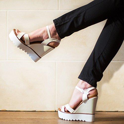 Ideal-Shoes Sandali compensate, effetto glitterato, con suola in gomma Viviana Oro (Oro)