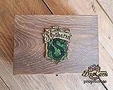 Scatola di pozioni di Harry Potter SLYTHERIN. Realizzato in legno e dipinto a mano e invecchiato per un look cinematografico. Interno e pozioni di schiuma e velluto. Tre dimensioni