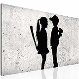 Bilder Junge trifft Mädchen - Banksy Street Art Wandbild 70 x 40 cm Vlies - Leinwand Bild XXL Format Wandbilder Wohnzimmer Wohnung Deko Kunstdrucke Grau 1 Teilig - MADE IN GERMANY - Fertig zum Aufhängen 302114a