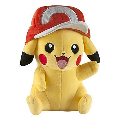 Pokemon t18981–Tomy Pikachu con Ashs Gorro, Mezcla de Pokémon de Peluche para Jugar y coleccionar.