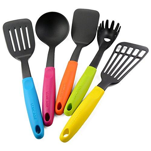 LEMCASE Küchenutensilien aus Nylon - Küchenhelfer enthält Wender, Schlitzwender, Pfannenwender, Spaghettilöffel, Schöpflöffel mit Silikon Griffe | Bunte (5 Stück Set)