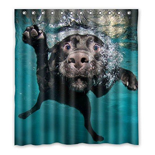 Lustige kleine schwarze Hund ins Wasser Polyester wasserdicht Duschvorhang 66