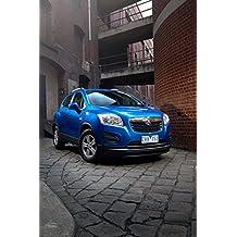"""Classique et muscle car ADS et Art de voiture Holden Trax LS (2013) voiture Art Poster imprimé sur papier d'archives en satin Bleu 10mm Statique Face avant Portrait View, Papier, Blue Front Side Portrait Static View, 24"""" x 18"""""""
