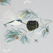 Tissu bio en popeline gris avec des oiseaux, des feuilles, des pommes de pin