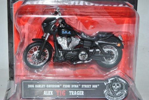 Preisvergleich Produktbild Harley Davidson 2006 FXDBI Dyna Street Bob Alex TIG Trager Blister Sons Of Anarchy 1/18 Maisto Modell Motorrad
