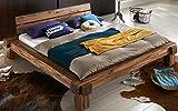 XXS Elke Balkenbett 180 x 200 cm in warmem braun, Bett in natürlichem Design, Unikat durch Windrisse, Balkeneichenoptik aus Akazien-Holz für Ihr Schlafzimmer