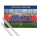 1art1 Poster + Hanger: Fußball Poster (91x61 cm) FC Barcelona 2017/2018, Mannschaft, Piqué, Messi, Suárez Inklusive EIN Paar Posterleisten, Transparent