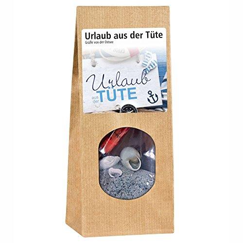 Urlaub aus der Tüte - Ostsee - Inhalt: Sand, 1 Schirmchen, 3 Muscheln – Strandfeeling Urlaubsfeeling Muscheln Geschenkidee Geschenk Mann Frau