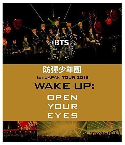 Preisvergleich Produktbild BTS 1st JAPAN TOUR 2015 WAKE UP: OPEN YOUR EYES [BLU-RAY](Japan Version)[+ BTS poster(30cmx42cm)][+ BTS autograph photo][+ BTS calendar photocard][+ BTS postcard(10cmx15cm)][+ BTS personal sticker]
