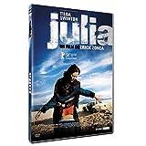 Julia est une femme alcoolique et atypique, une tempête rousse malmenée par la vie. Le jour où une voisine lui demande de kidnapper son propre fils retenu par son grand-père, Julia y voit sa porte de sortie. S'ensuit une échappée sauvage qui les mène...