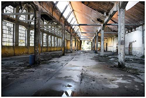 Wallario Premium XXL Vliestapete Alte Industriehalle, leerstehend und einsam – Größe: 400 x 267 cm