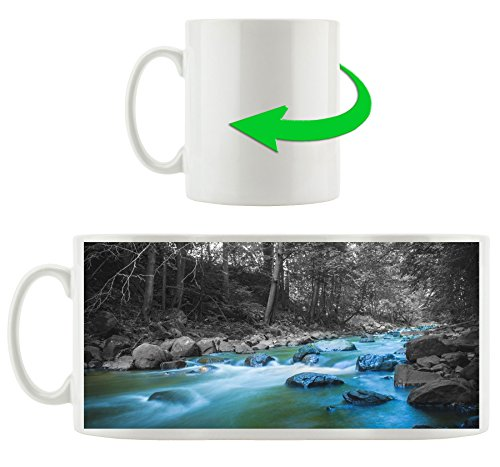 schöner Fluss im Wald mit Steinen schwarz/weiß, Motivtasse aus weißem Keramik 300ml, Tolle Geschenkidee zu jedem Anlass. Ihr neuer Lieblingsbecher für Kaffe, Tee und Heißgetränke. -