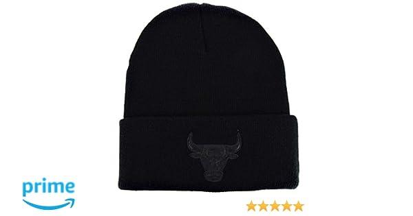 0dd904ae77f Mitchell   Ness Beanie Chicago Bulls the Champ black  Amazon.de  Bekleidung