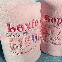 manta personalizada bebé de color rosa con el nombre y la fecha. regalo especial