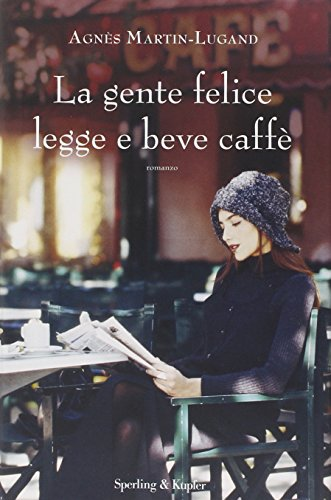 La gente felice legge e beve caff