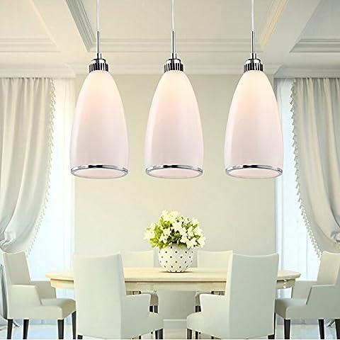 Il ristorante è moderno e minimalista lampadari