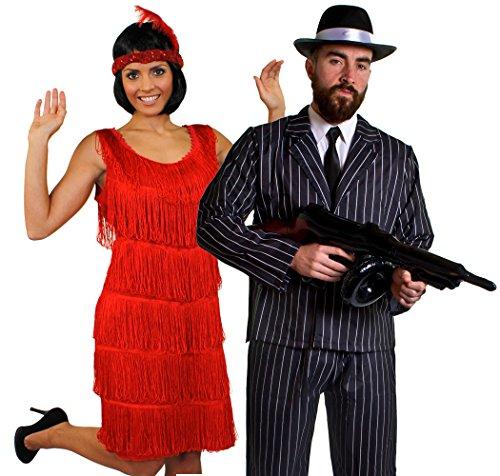 Déguisement accessoires pour couple de gangster adulte avec une robe rouge Charleston (XXLarge), un bandeau, un collier de fausses perles + un costume à rayures (XLarge), une mitrailleuse Thompson gonflable, un chapeau de 60cm tour de tête. Idéal pour les enterrements de vie de garçon et de jeune fille ou les spectacles de danses.