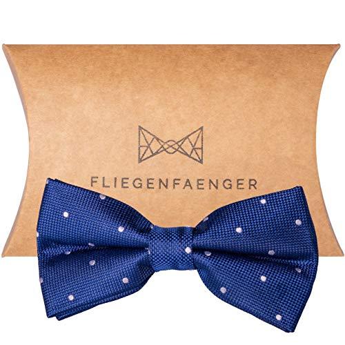 FLIEGENFAENGER® Herren Anzug Fliege [Blau Weiß gepunktet] - vorgebunden und individuell verstellbare Schleife Accessoire für Männer inklusive Geschenkbox kombinierbar mit ()