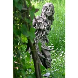 waldbewohnerin versteckt br nhild steinguss gartenskulptur h 80cm wetterfeste figur f r den. Black Bedroom Furniture Sets. Home Design Ideas