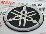100% GENUINE 45mm Durchmesser YAMAHA STIMMGABEL Aufkleber Sticker Emblem Logo SCHWARZ / SILBER Erhöht Gewölbt Gel Harz Selbstklebend Motorrad / Jet Ski / ATV / Schneemobil