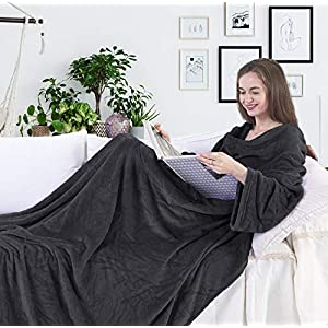 DecoKing 97038 TV-Decke 170x200 cm Graphit Microfaser Kuscheldecke mit Ärmeln und Taschen Mikrofaserdecke Fleecedecke weich sanft Füßtasche Tagesdecke Charcoal anthrazit dimgray Lazy