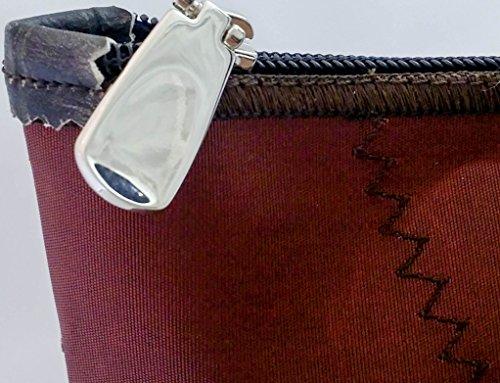 Memme vela marrone: Borsa donna in vela riciclata marrone con pelle o pelliccia, manico in pelle o ecopelle nero coccodrillo