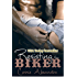 Resisting The Biker (An Alpha Motorcycle Club Romance) (English Edition)