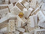 LEGO CITY - 100 Steine mit 2x4 Noppen in weiss - Basic Bausteine 3001 + 1 goldener Helm