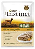 True Instinct No Grain Medium/Maxi Adult Pack de 8 Terrines Poulet aux Légumes pour Chien 300 g