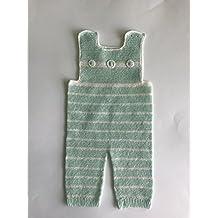 Pantalón con peto para bebé de crochet ... 5ec3e3ebecd