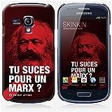 Coque Samsung Galaxy S3 mini de chez Skinkin - Design original : Marx par Fists et Lettres