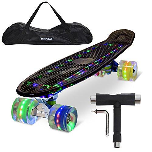 """Yorbay (Upgrade Version) 22\"""" Retro Skateboard mit LED Deck, Tasche und T-Tool, mit USB Kabel aufzuladen (Deck transparent Schwarz/ LED Räder in 4 Farben)"""