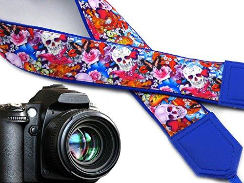 Halloween Kameragurt. Sugar Skulls Kameragurt. Totenköpfe und Rosen, und Schmetterlinge. DSLR Kamera Strap. Code 00280